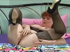Porn: लाल सिर वाला, अधेड़ औरत, नायलान