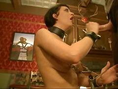 جنس: نيك قوى, تقييد وسادية, في العلن, إذلال