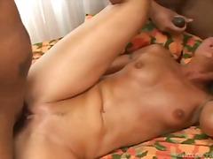ポルノ: 輪姦, 熟女, フェラチオ, 異人種間セックス