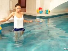 جنس: سحاقيات, نيك قوى, حمام السباحة, فتشية