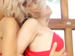 Porno: Beib, Sügavale Kurku, Blondid