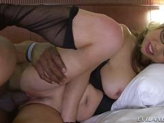Porn: Oralno, Naravne Prsi, Fafanje, Trojček