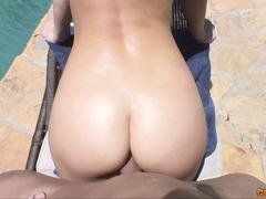 Porno: Publiskais Sekss, Dibeni, Dabiskās Krūtis, Tetovētie