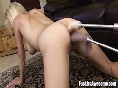Porno: Lesbi, Dildo, Mõlemasse Auku, Blondid