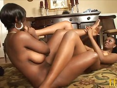 Porn: Լեսբիներ, Սևահեր, Ֆետիշ, Սևեր