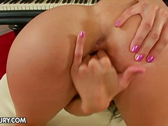Porno: Brunetky, Sólo, Prsty, Zadečky