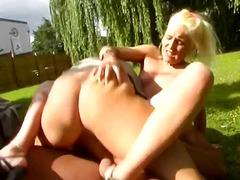 Порно: Слабичка, Голем Кур, Милф, Шмукање