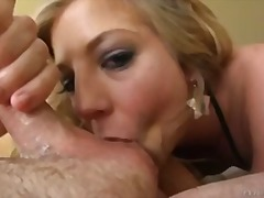 Porn: आकर्षक महिला, मुखमैथुन