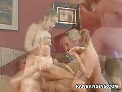 Porno: 2 Kvinner 1 Mann, Store Bryster, Asiatisk, Små Pupper
