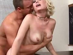 Porno: Uniforme De Colegiala, Chupando, Jóvenes, Hardcore