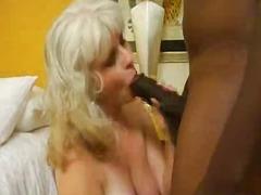 Porn: Babica, Bruhalni Refleks, Velik Kurac, Rdečelaska