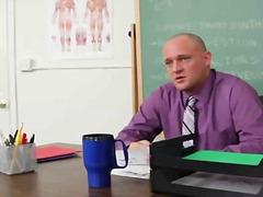 Porno: Hardcore, Brunetter, Uniform, Blowjobs