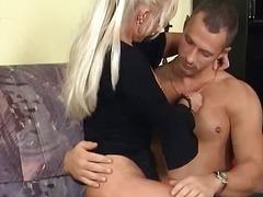 Porno: Sarışın, Yaşlı, Ağır Sikişmə