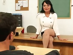 Porno: Skola, Milzīgi Pupi, Brunetes, Pirmā Reize