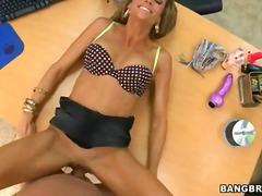 Porn: मिल्फ़, मुखमैथुन, छरहरी, कार्यालय