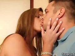 ポルノ: 人妻, 大きな尻と巨乳, 金髪, 浮気