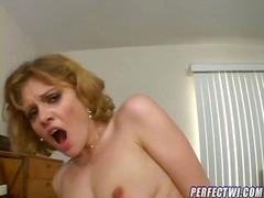 Porno: Pusmūža Sievietes, Lēdijas