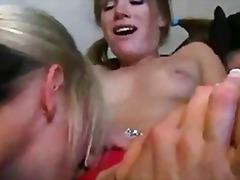 Porno: Me Lojëra, Lezbiket