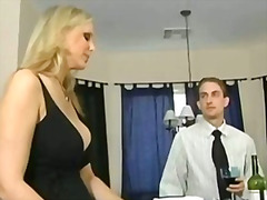 Porno: Ülikoolis, Koduperenaine, Naine, Brünetid