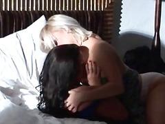 Lucah: Lesbian, Konek Palsu, Gadis, Tumit Tinggi