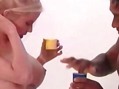 Porno: Alman, Zənci, Döşlər, Xalaşka