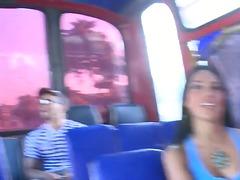 جنس: في الحافلة, سحاقيات, نهود كبيرة, بنات جميلات