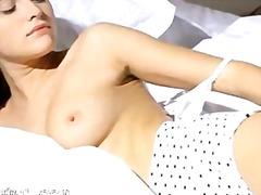 Porno: Iri Döşlü, Yeniyetmə, Striptiz