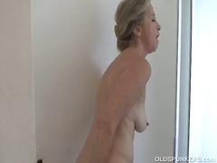 Porn: Babica, Prhanje, Mladenič, Starejše Ženske