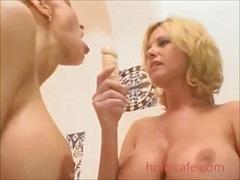 Porno: Böyük Döşlər, Lezbi, Lezbi, Dildo