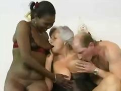 Porno: Ikiqat, Qoca Nənə, Içinə Girmək, Qrup