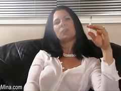 Lucah: Seorang, Merokok