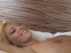 Porno: Sex I Butë, Bythëmadhet, Cica