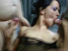 Порно: Груповий Секс, Кінчання
