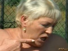 Порно: Тројка, Баба