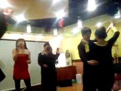 פורנו: מסיבה, אסיאתיות, רוקדות, פטיש