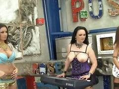 Porno: Profundo, Sexo En Grupo, Vulva, Tetas Grandes