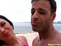 جنس: طيز, بالزيت, شاطىء