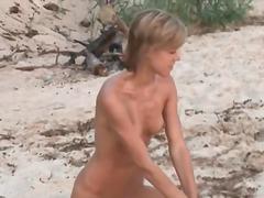 פורנו: חוף, צעירות, מגולחות