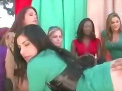 Porr: Grupp, Verklighet, Klädd Kvinna Naken Man, Förnedring