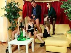 جنس: مص, حفلة, تبول
