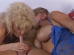 Porno: Apatinis Trikotažas, Blondinės, Grupinis Trise, Masturbacija