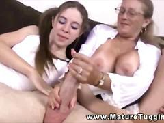 Porno: Branlette, Femmes Mûres, Gros Seins, Branler