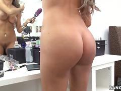 Porno: Iri Döşlü, Model, Sataşmaq, Amerikalı