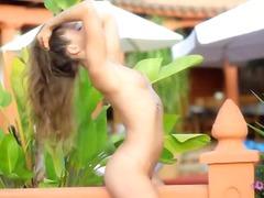ಪೋರ್ನ್: ತುಲ್ಲಿನ ಕೀಟಲೆ, ಕಂದು ಕೂದಲಿನ ಸುಂದರಿ
