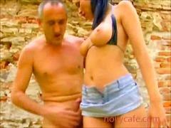 Porn: बड़े स्तन, काले बाल वाली, खुले में