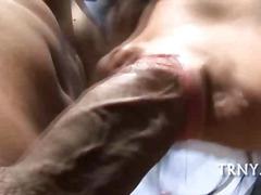 Порно: Во Двор, Трансексуалец, Шмукање, Женска Со Кур