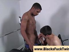 Porno: Çalanşik, Qaralar