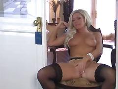 Porno: Pusmūža Sievietes, Solo, Lieli Pupi, Pornozvaigznes