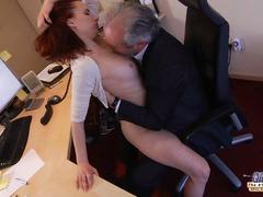Porno: Dávení Penisem, Zralý Ženský, Sekretářky, Líbání