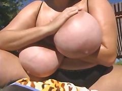 Porno: Milzīgi Pupi, Dabiskās Krūtis, Pupu Masturbēšana, Liels Loceklis